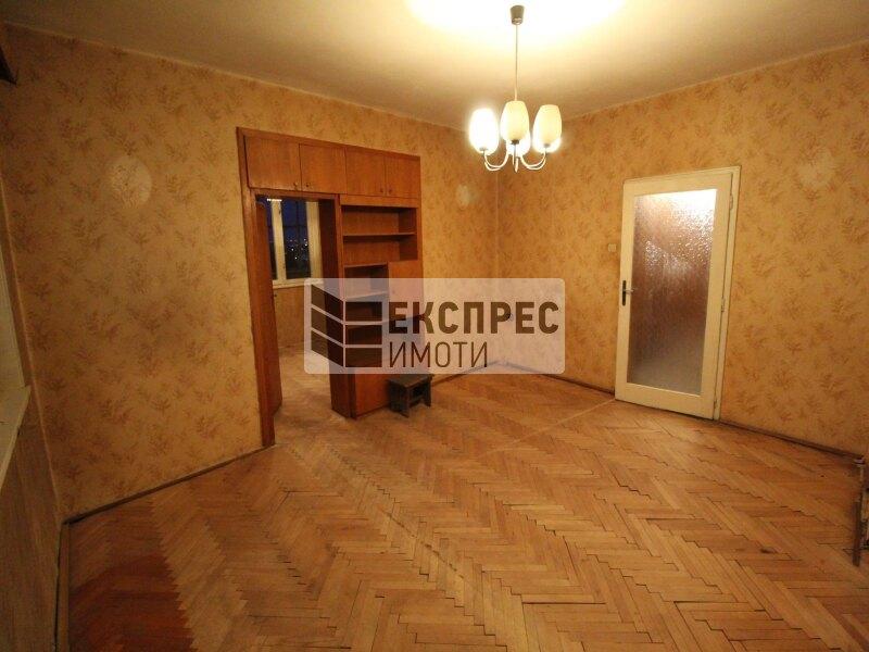 Продава, Необзаведен, за ремонт Тристаен апартамент